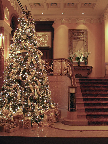 Luxury Christmas Home Decor: New York Portraits: Deck The Halls Of The Plaza Hotel