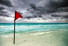 * red flag * (peo pea) Tags: red beach clouds mexico nuvole flag cancun spiaggia messico
