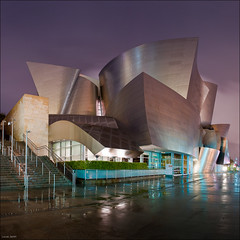 Square of Walt Disney Concert Hall (Lucas Janin | www.lucasjanin.com) Tags: california city longexposure blue light sky panorama usa color reflection building glass rain metal architecture night square iso200 losangeles nikon outdoor lumire pluie iso ciel material f80 nikkor curve insomnia nuit frankgehry ville waltdisneyconcerthall waltdisney lightroom concerthall courbe longueexposition insomnie autopanopro 300sec matriau lucasjanin afsnikkor2470mmf28ged