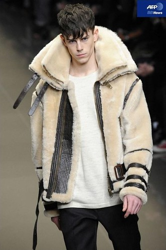 Jeremy Young3081_FW10_Milan_Burberry Prorsum(AFP BB News)