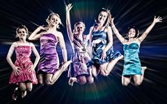 [フリー画像] [人物写真] [女性ポートレイト] [白人女性] [ドレス] [跳ぶ/ジャンプ] [集団/グループ]     [フリー素材]