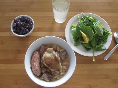 Cassoulet, salade, lemonade, berries and yogurt