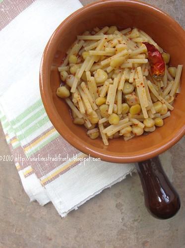 Pasta e cicerchie al peperoncino