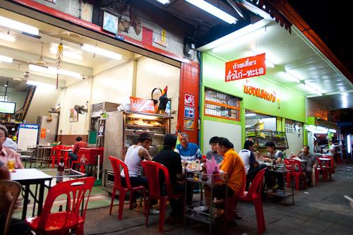 Nong Stamp, a Bangkok restaurant serving kuaytiaw khua kai