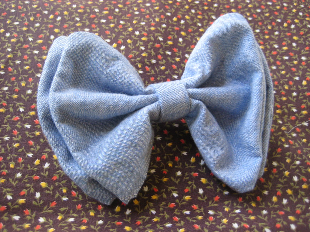 sewing saturday project 1.. a chambray bow tie!