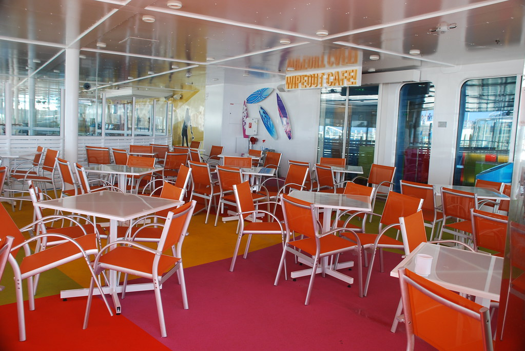 Wipeout Cafe on the Oasis of the Seas