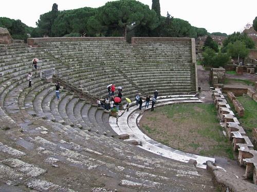 crowedatostiotheater