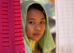 Kayan Long Neck girl, Thailand (Eric Lafforgue) Tags: travel portrait people woman girl neck thailand necklace kid mujer eyes women long burma tailandia tribal karen thalande longneck bodymod giraffe tribe coil ethnic brass siam burmese thailandia bodymodification femmes thanaka karentribe  girafes padaung  kayan kayah karenni tayland   muangthai tajlandia thaifld   giraffewomen nearborder femmesgirafes kayanlahwi  villagebannaisoiy   thai4669 lahwi