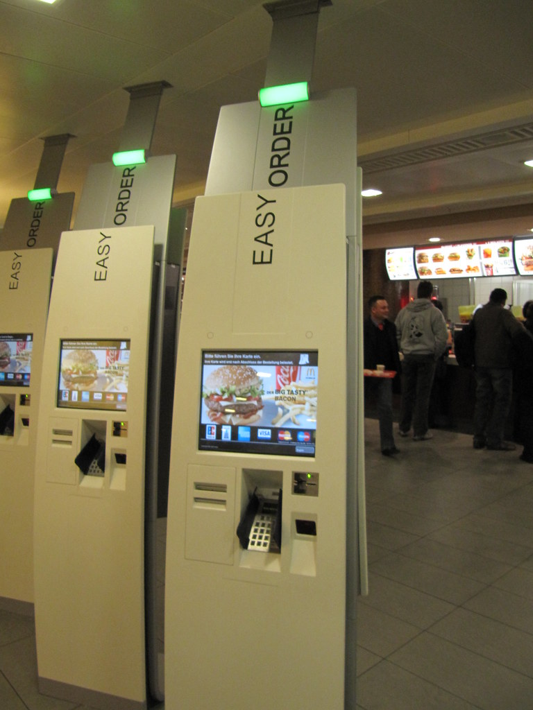 """Easy Order""-Automaten bei McDonald's in FRA"