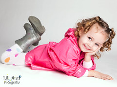 cute ayla posing :) (Lil' Ann Photography) Tags: barcelona family pink blue boy portrait baby white cute rayas blanco familia azul studio children mom kid big bed spain dad photographer child little sweet retrato interior gorgeous father bcn mother rosa canarias estudio nia indoors preciosa lil kiddo lovely raincoat nio gc ayla dulce angharad 2010 kiddos tfe listas toodler angharadsegura lilannfoto aylagirlblondeblondierubitasweet3yoldwhiteblancogorgeou aylagirlblondeblondierubitasweet3yoldwhiteblancogorgeouslillittlepequeoguapobeautifulcutebedcama2010enero10angharad