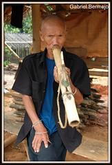 Fumando opio - Chiang Rai (Gabriel Bermejo Muoz) Tags: old travel portrait face asian thailand ancient asia native expression smoke cara pipe grandfather tailandia oldman tribal smoking elderly thai older expressive granddad tribe anciano ethnic viejo fumar pipa indigenous abuelo chiangrai hilltribe tribu thaipeople fumando indigena thailandpeople lahu etnico nativo etnia asiatico peopleoftheworld asianpeople gentedelmundo tribusdelasmontaas gabrielbermejomuoz