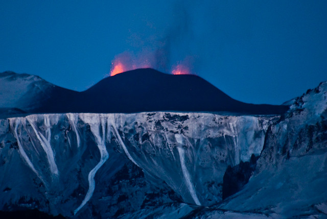 Volcano erupts in Iceland - 21. march 2010