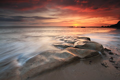 Old Hartley (Alistair Bennett) Tags: lighthouse seascape sunrise coast rocks stmarys whitleybay tynewear oldhartley seatonsluice canonefs1022 gnd06he gnd06se