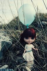 balloon mood (camillaeatsfiftyeggs) Tags: grass wind balloon blues blythe custom merryskier happibug winnifredcherrycola