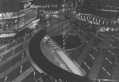 Sony Center - Berlin (wu_4) Tags: people cinema berlin germany lights potsdamerplatz filmmuseum berlinale fujineopan1600 berlinbynight canoneos300x kinemathek thesonycenter
