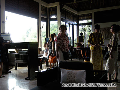 At the Banyan Tree lobby, waiting for our driver