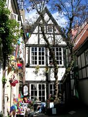 Bremen - Schnoor - Gemütliche Ecke (ohaoha) Tags: deutschland bremen fachwerk schnoor blueribbonwinner anawesomeshot