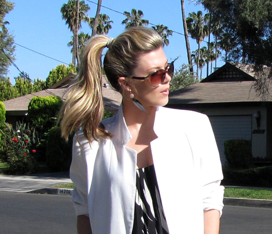 black and white tribal dress+white blazer+blonde pony tail