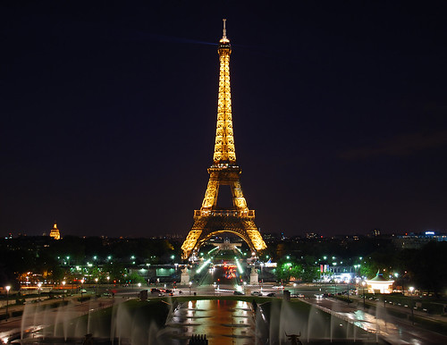 Eiffel Tower at night1