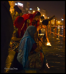 Haridwar (**luisa**) Tags: india asia candle prayer religion spirituality offers haridwar nikond80 luisapuccini