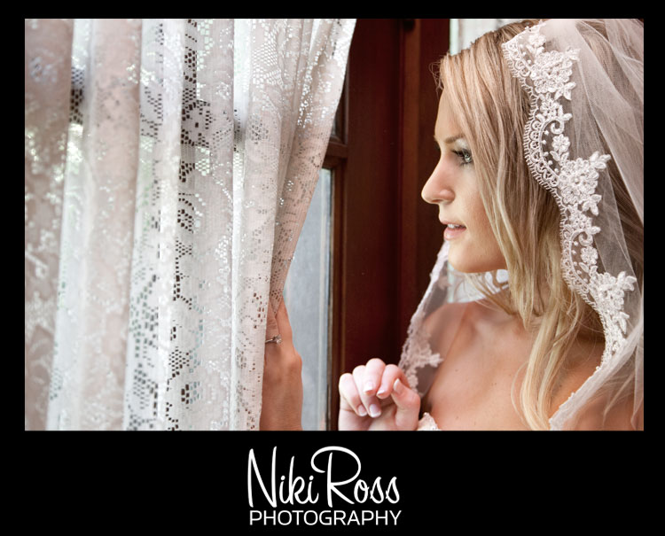 bride-veil-window-lace