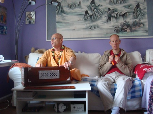 Kadamba Kanana Swami Korsnas Gard and at Ugrasena's 14th May 2010  -0040 por ISKCON desire tree.