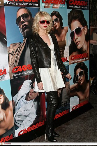 taylor-momsen-and-carrera-hot-sunglasses-gallery