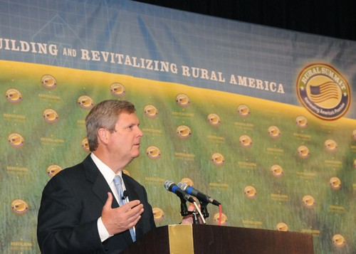 Agriculture Secretary Tom Vilsack speaks at the opening session of the National Rural Summit held at Jefferson College in Hillsboro, MO. June 3, 2010. (by Alice Welch)