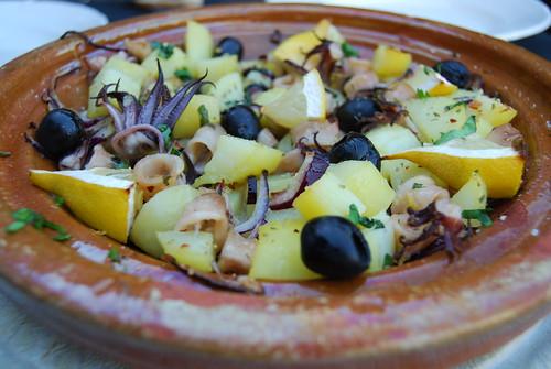pijlinktvisjes met aardappel en olijven