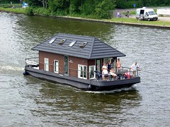 House on the go (Davydutchy) Tags: holland netherlands june boat ship thing houseboat vessel friesland 2010 frysln prinsesmargrietkanaal