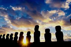 Sunrise at Ahu Tongariki / Rapa Nui