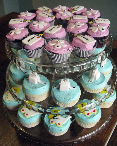 Hug the Baby Day Cupcakes