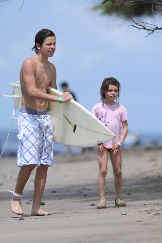 jake-t-austin-surfing-hawaii%20(10)_0