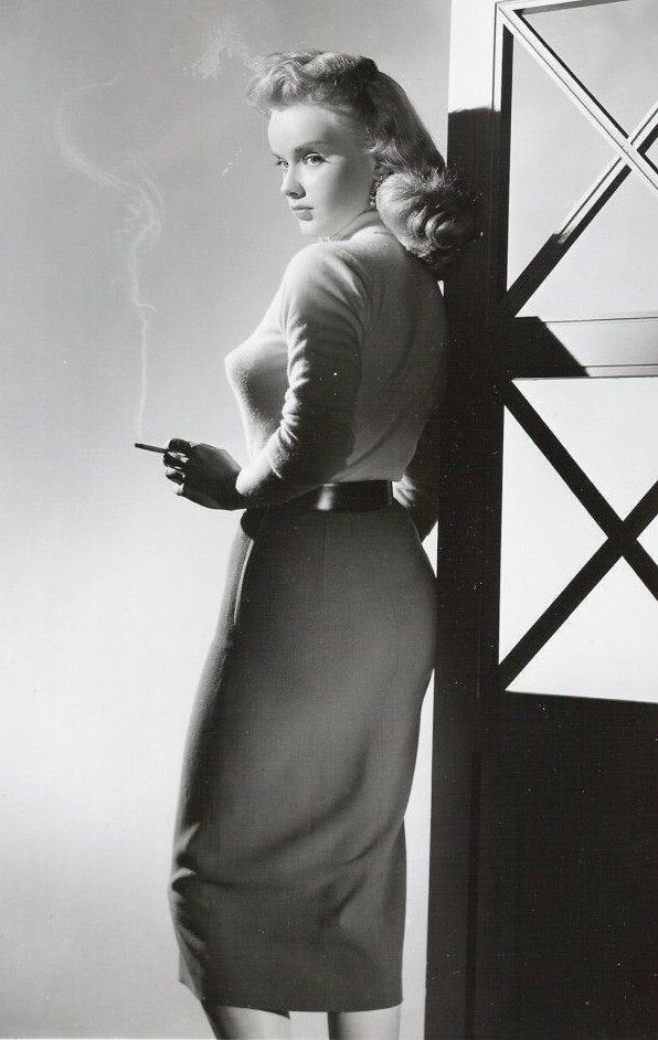 anne francis smoking hot