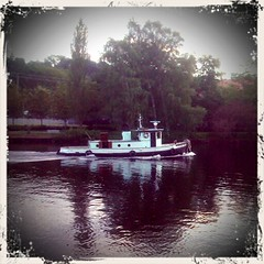 Fremont Tugboat (scalpel3000) Tags: seattle canal fremont tugboat android retrocam motorolacliq