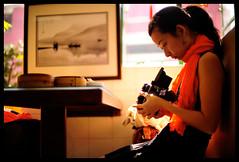 (Lefty Jor) Tags: light tlr girl rolleiflex restaurant day photographer dof macau misu 50mmf12 d700 龍華茶樓
