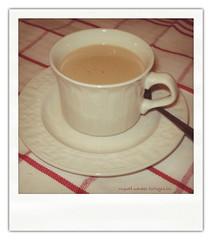 Pasiones. Café de domingo (Ente inexistente) Tags: stilllife macro coffee café polaroid bodegón gusto placer cafè vicio bodegones adicción pasiones recreaciones cajóndesastre cafeinomanía clubcaféolé macromanía bodegonesúnicos