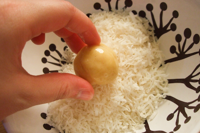 Snowman Cake Balls Recipe