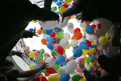 Chabot Balloon Drop (Photo by Jane Tyska, Oakland Tribune)