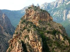 Sommet du Castellucciu : vue du Castellu d'Urnucciu et de ses ruines