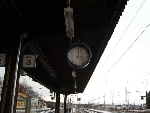 Bahnhof Biblis Uhr am Bahnsteig 3