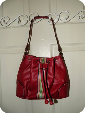 small tommy hilfiger bag. no longer for sale. pa-raffle ko na lng sa pasko! :)
