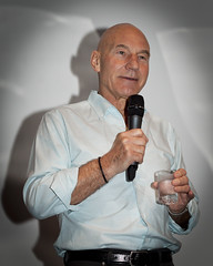 OzTrek 2: Sir Patrick Warms Up the Crowd (pj_in_oz) Tags: startrek portrait australia xmen nsw scifi sciencefiction fans captainpicard patrickstewart paramatta startreknextgeneration stng canonef50mmf18mkii sirpatrick canon5dmkii friendsofsciencefiction 31january2010 oztrek2 wwwfsfnetau