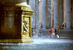 (tempesta) Tags: people italy vatican rome roma water fountain canon square drops italia basilica columns vaticano piazza acqua sanpietro fontana bernini stpeter gocce colonnato