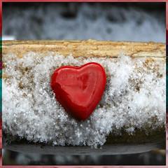 Valentine's on Snow (Margnac) Tags: world canon eos valentine lovers card 5d jeanpaul 2010 mkii amoureux saintvalentin happyvalentines margnac valentinescard photographeplasticien carrfranais