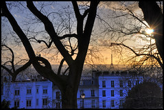la vieille dame a travers les arbres (PARIS) (Alexis.D) Tags: city sunset paris france tower de soleil nikon butte tour montmartre arbres hdr vite immeuble bulding quartier couch effeil d90 photomatix