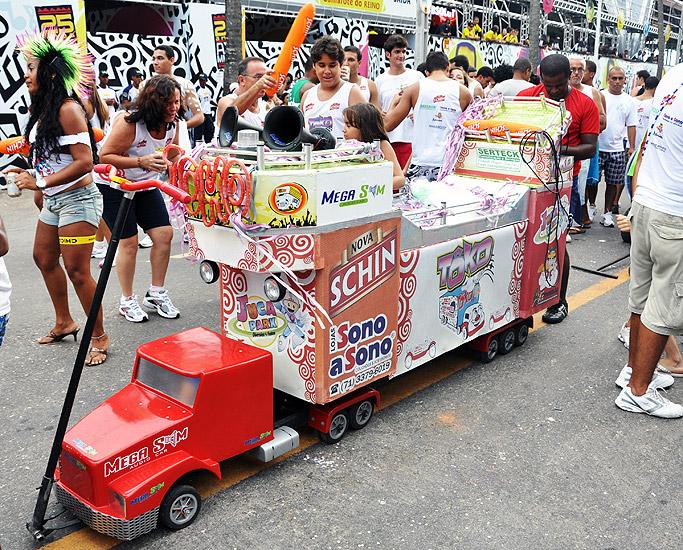 soteropoli.com fotos fotografia salvador bahia brasil verao carnaval trio eletrico axe 2010 by tunisio
