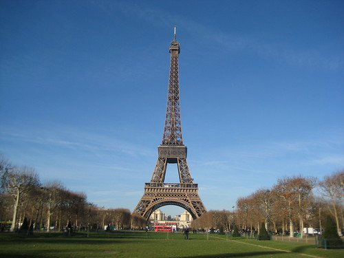 Der schiefe Turm von Paris