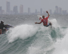 kelly floating (rod marshall) Tags: beach sunshine gold coast rocks surfer australia pro kelly asp snapper goldcoast slater kellyslater snapperrocks superbank prosurfing worldchampionsurfer kellysnapper