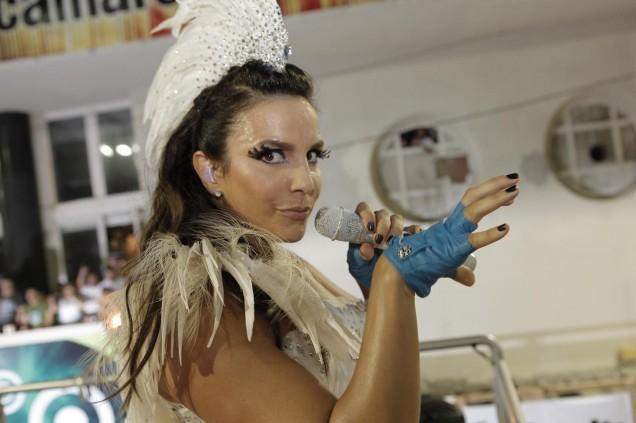 Vestida de Cracatua - Ivete estréia no Carnaval 2010